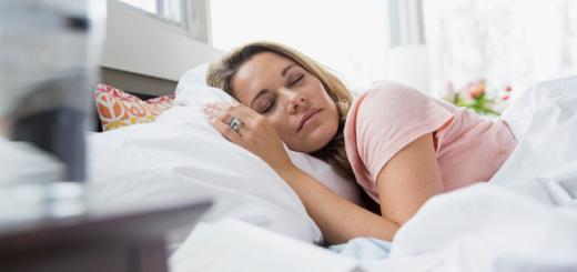 camera-letto-dormire_coverr