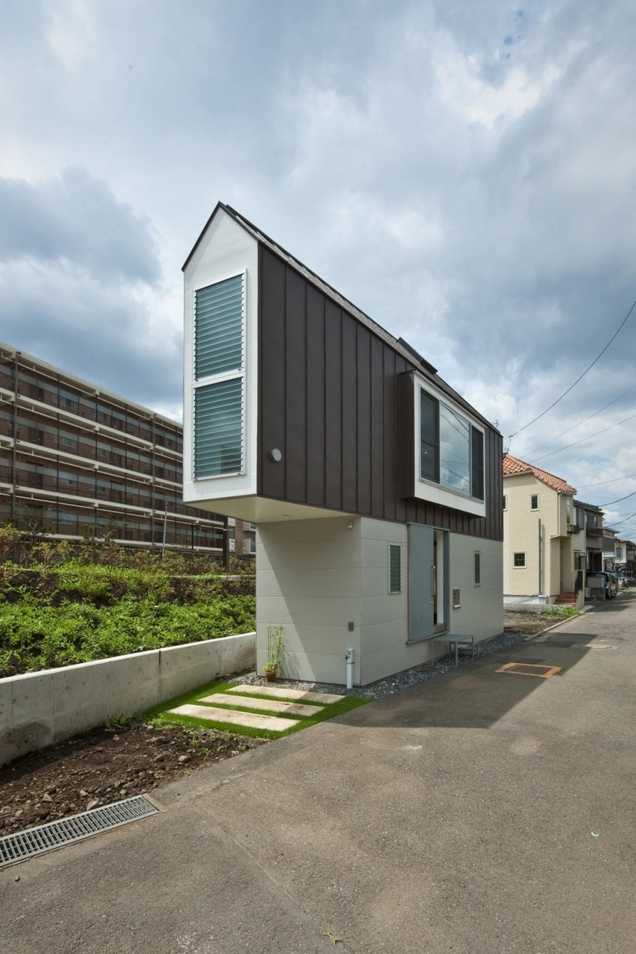 3-River-Side-House-in-Horinouchi-by-Mizuishi-Architect-Atelier