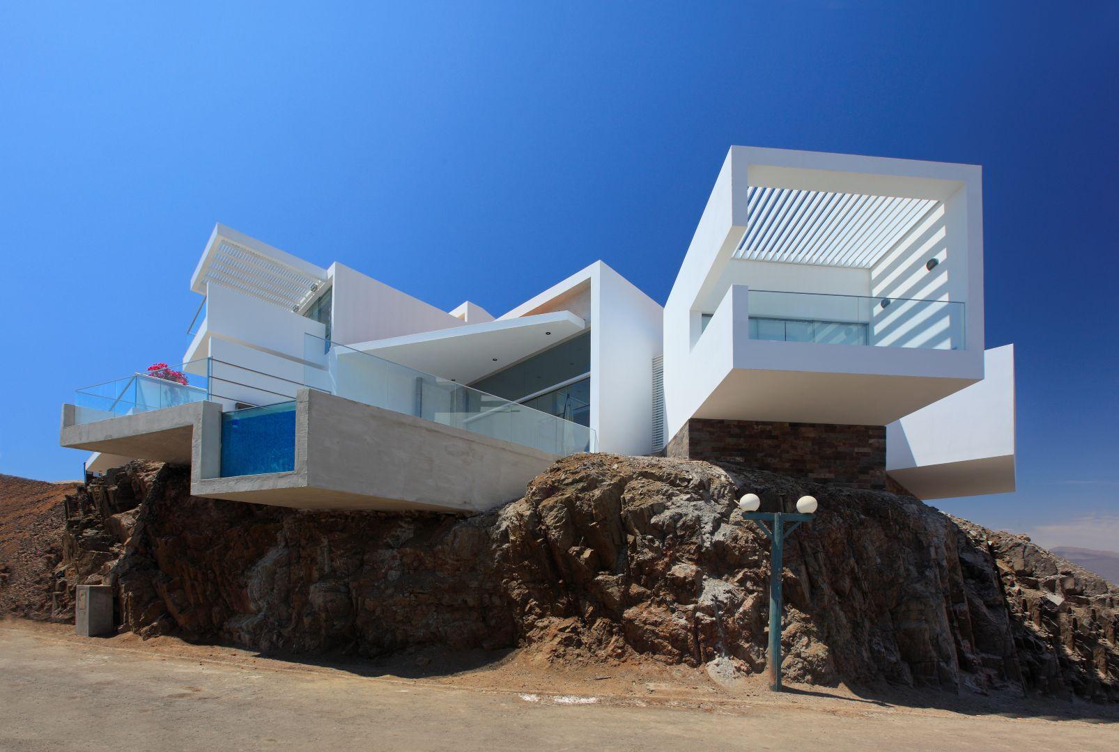 La casa sulla roccia e sul mare for Arquitectura minimalista imagenes
