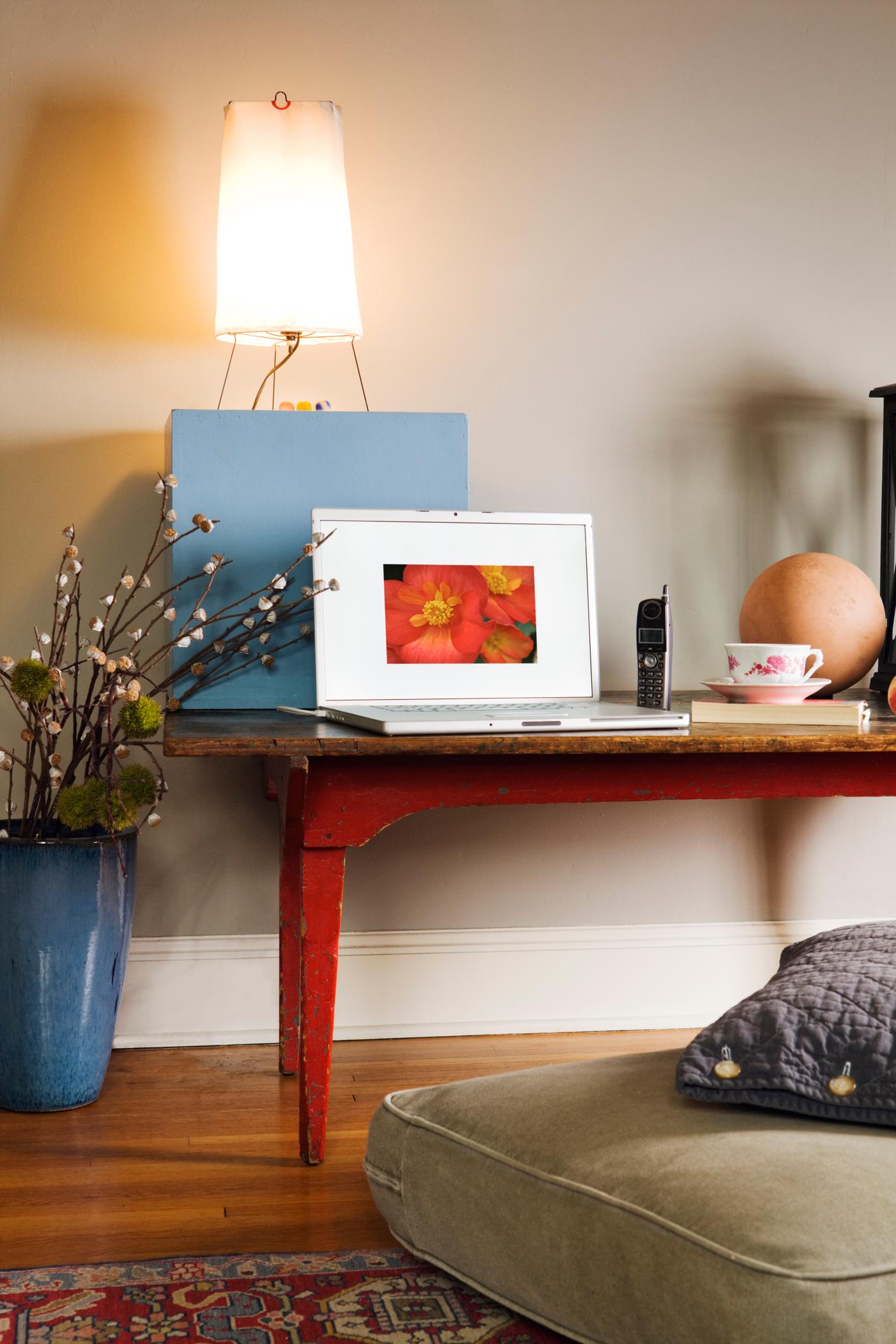 L 39 angolo studio in casa for Piani casa economicamente efficienti