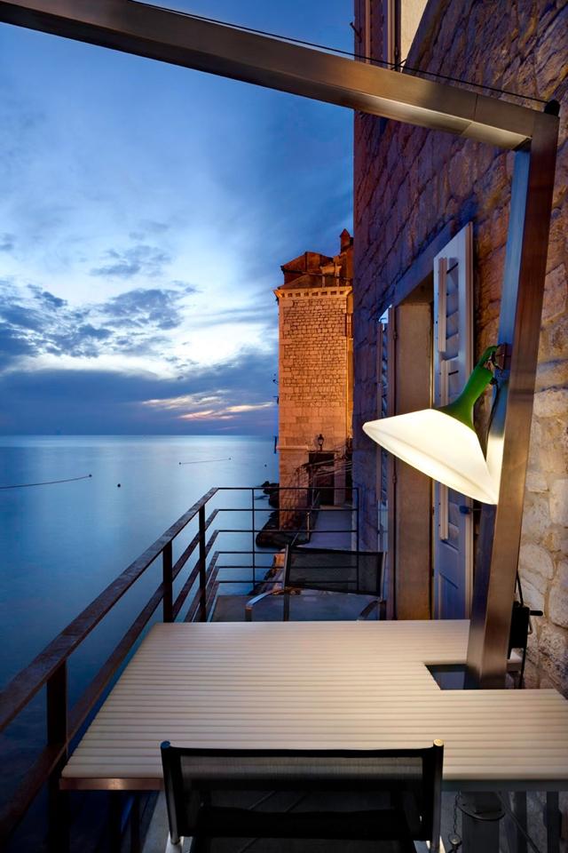 Contemporaneo vista mare for Architettura in stile cottage