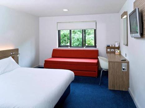 Riciclare per ospitare tre hotel costruiti con materiale for Ospitare a casa