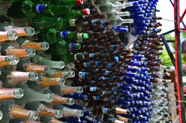 Riciclo creativo costruire case con bottiglie di vetro for Costruire tartarughiera in vetro