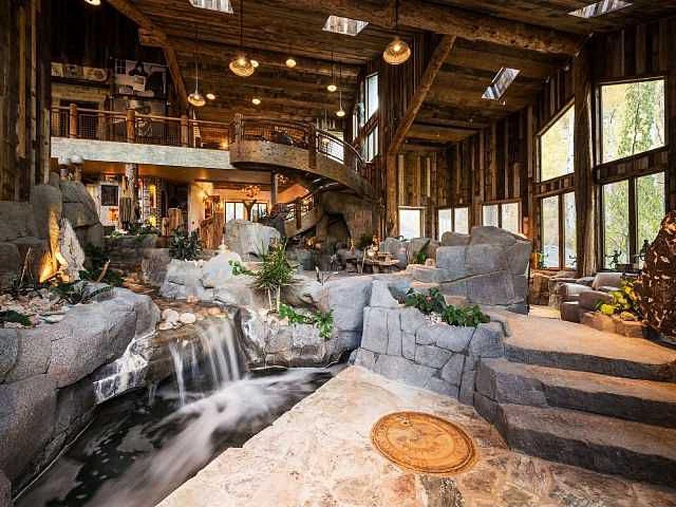 La casa con la cascata in salotto for Case con casa suocera