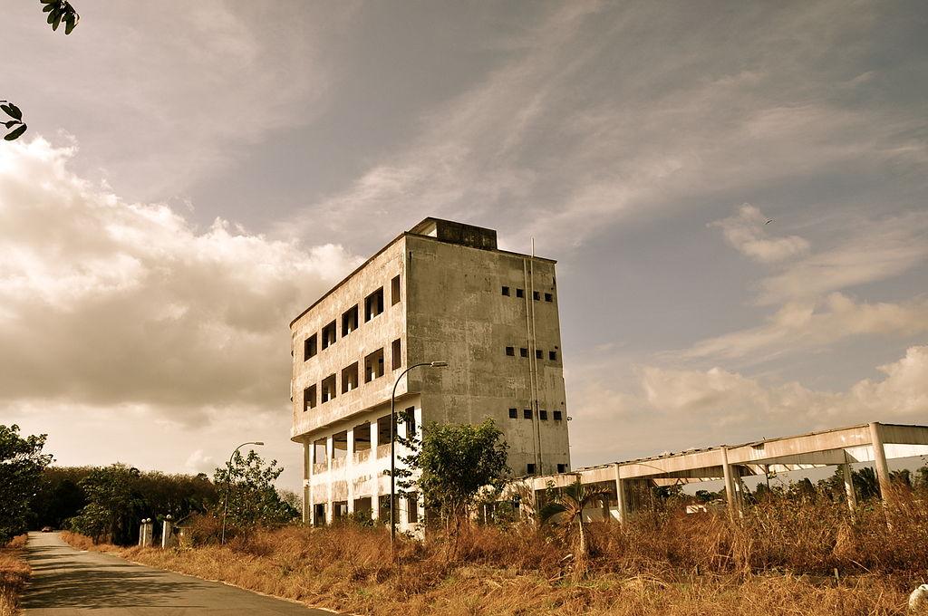 1024px-Muar_abandoned_building