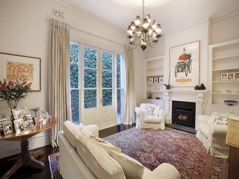 Come arredare il salotto con stile for Arredare casa con mobili antichi e moderni
