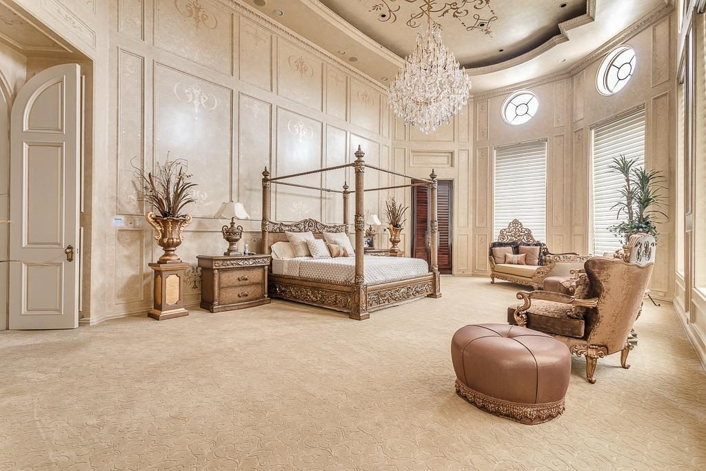 Un villa da ricchi in texas for Case prodotte con 2 master suite