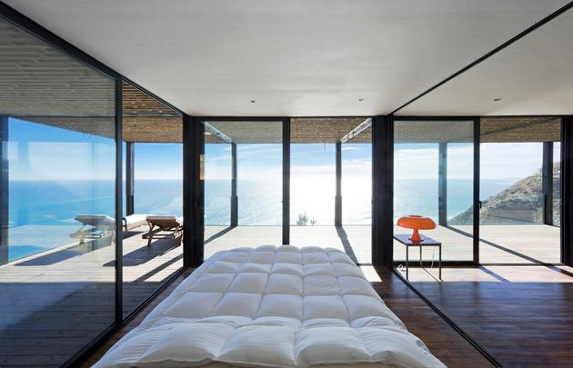 Una casa tra la luce e il mare for Case con vetrate