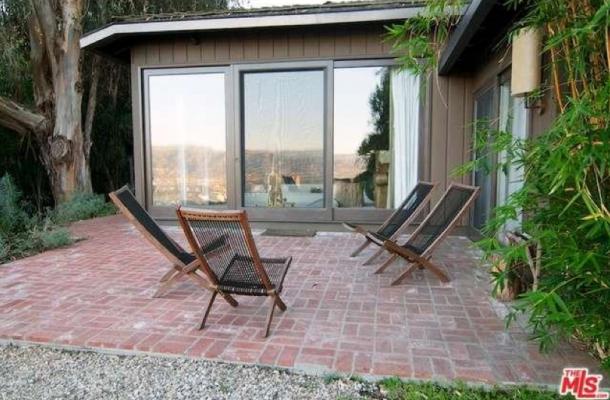 jake-gyllenhaal-selling-house-3-610x400