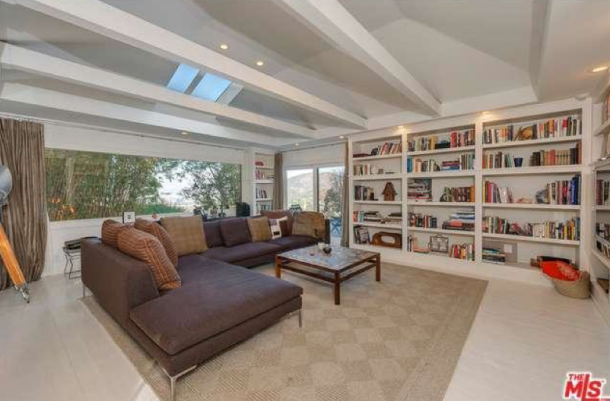 jake-gyllenhaal-selling-house-5-610x401