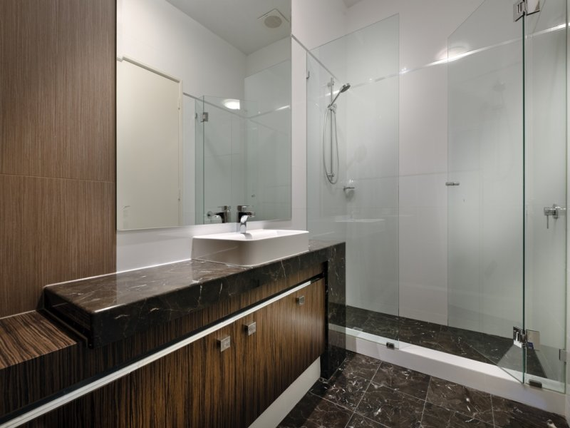 Arredare il bagno 20 idee per un bagno moderno - Idee per rivestire un bagno ...