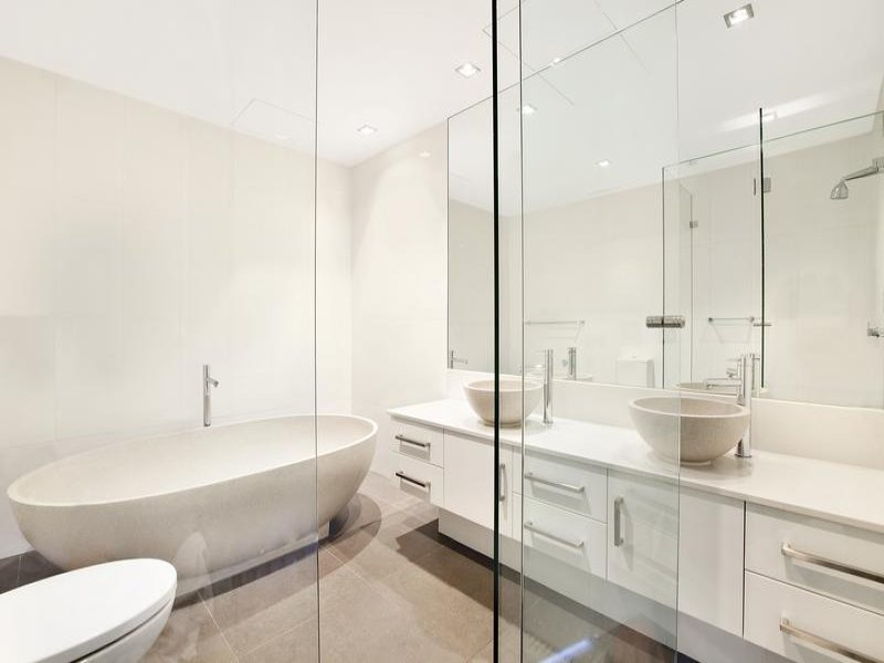 Arredare il bagno 20 idee per un bagno moderno - Idee per piastrellare un bagno ...