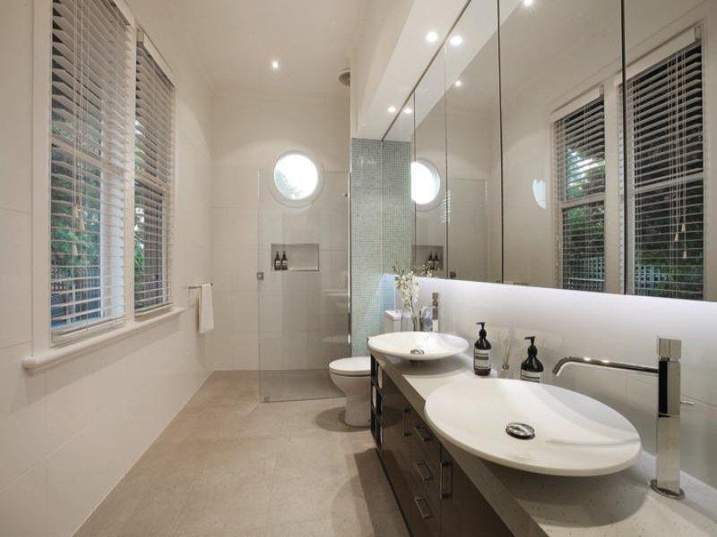 Arredare il bagno 20 idee per un bagno moderno for Arredare bagno piccolo con lavatrice