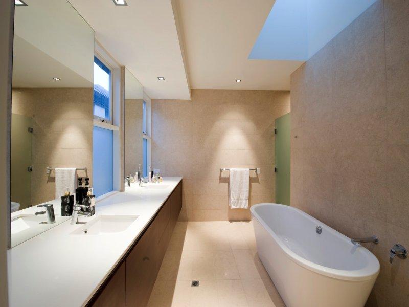 Arredare il bagno 20 idee per un bagno moderno - Dubai a gennaio si fa il bagno ...