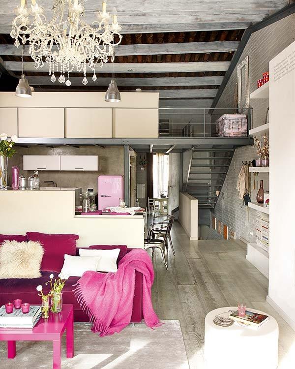 L\' arredamento vintage di un affascinante e moderno loft spagnolo