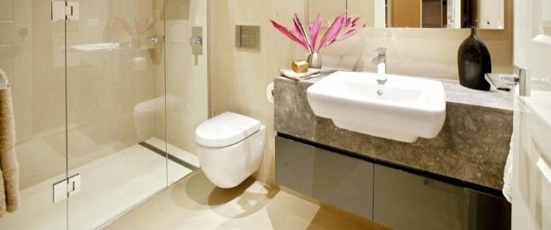 Soluzioni e consigli per arredare un bagno piccolo - Idee per piastrellare un bagno ...