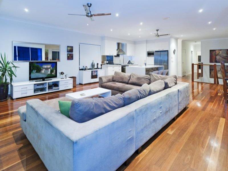 Come scegliere il divano giusto - Divano al centro della stanza ...