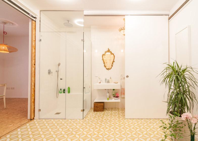 lovely-small-bathroom-design
