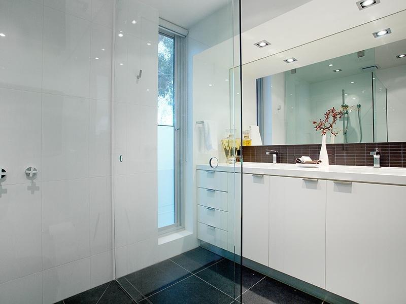 Come illuminare la casa la guida ambiente per ambiente - Faretti bagno specchio ...