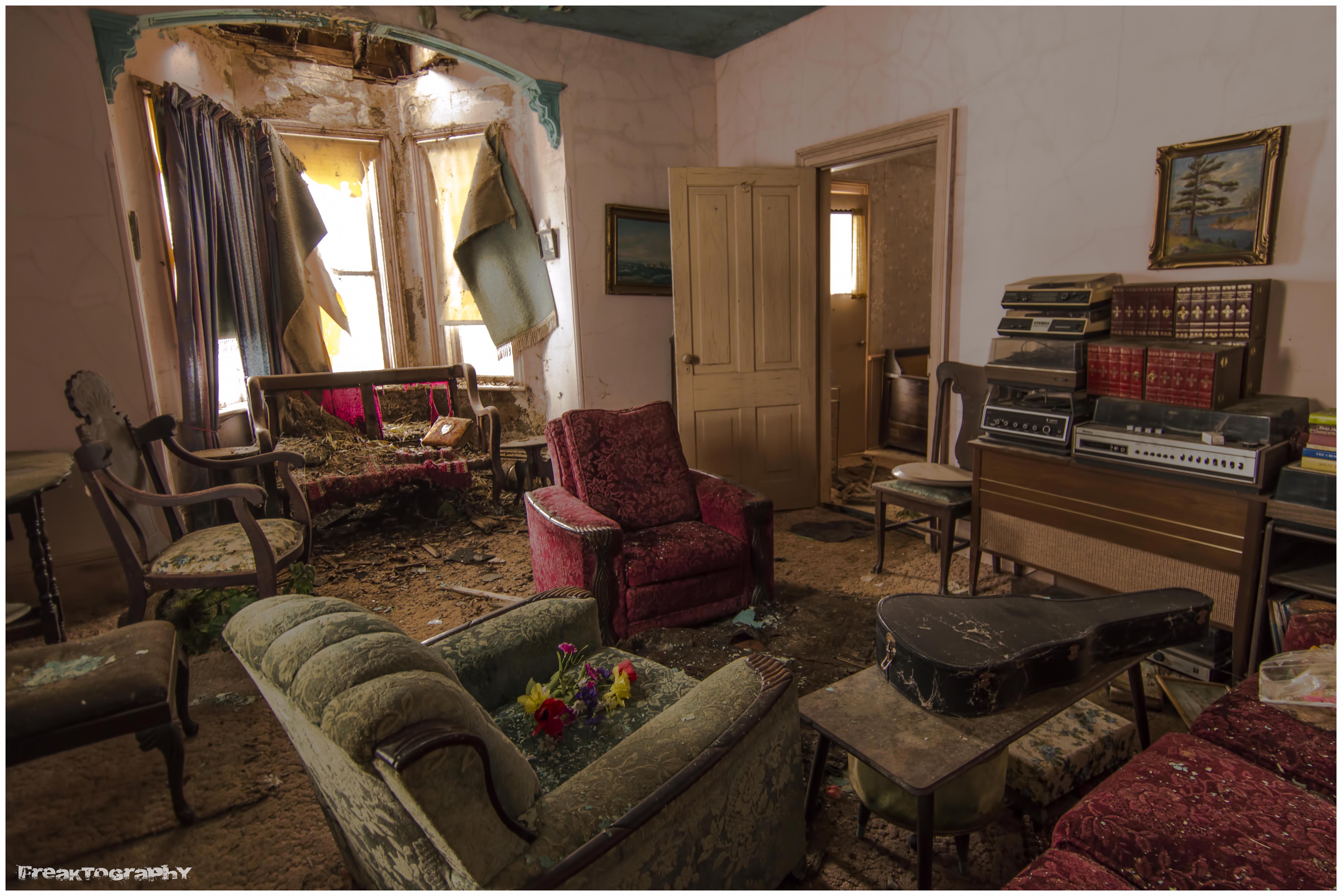 Canada una casa abbandonata dove il tempo si fermato - Casas antiguas por dentro ...