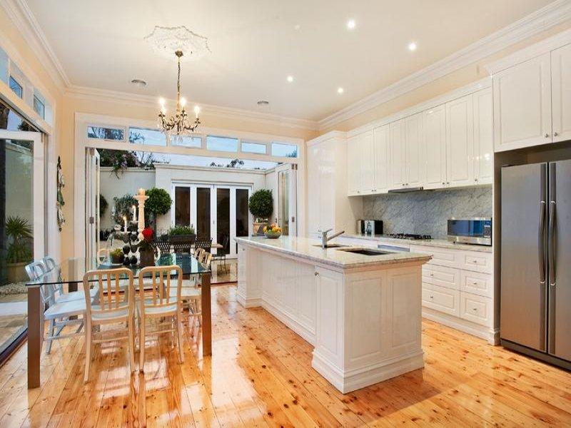 Un 39 isola in cucina - Cucina classica con isola ...