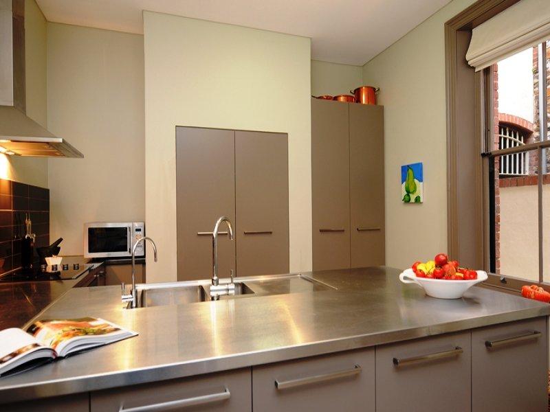 Un 39 isola in cucina for Quadri da cucina moderna