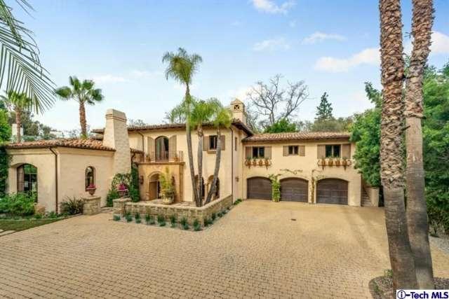 La villa è stata acquistata dalla scoppiettante cantante nel 2007 per