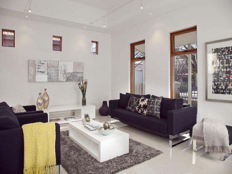 Camera per camera tante idee per arredare il soggiorno for Tappeti casa classica