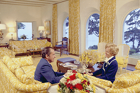 Richard_and_Pat_Nixon_in_their_San_Clemente_home