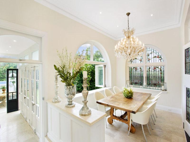 Casabook immobiliare una zona pranzo per tutti i gusti for Arredamento antico e moderno