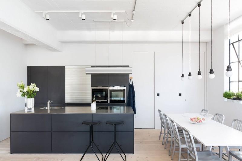 Architettura industriale un loft moderno e luminoso - Tubi a vista in casa ...