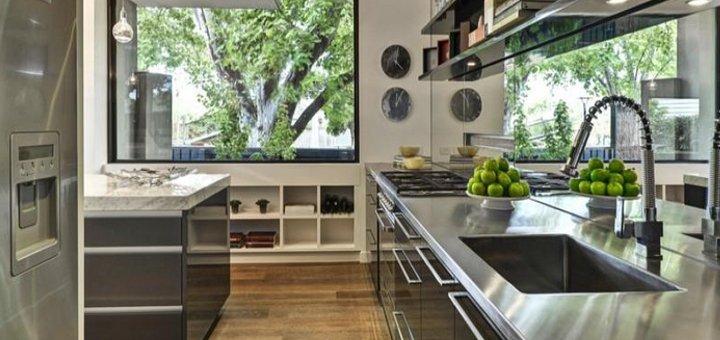 Cucina la perfetta disposizione di mobili e - Elettrodomestici in cucina ...