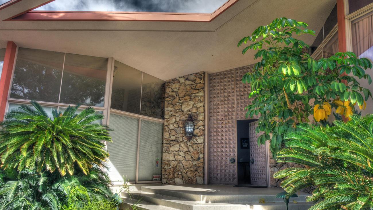 Saldi d 39 estate per la casa di elvis presley for 1300 metri quadrati di piano casa