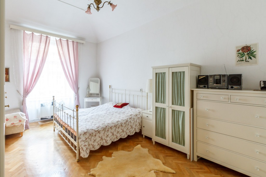 bedroom-527642_1280