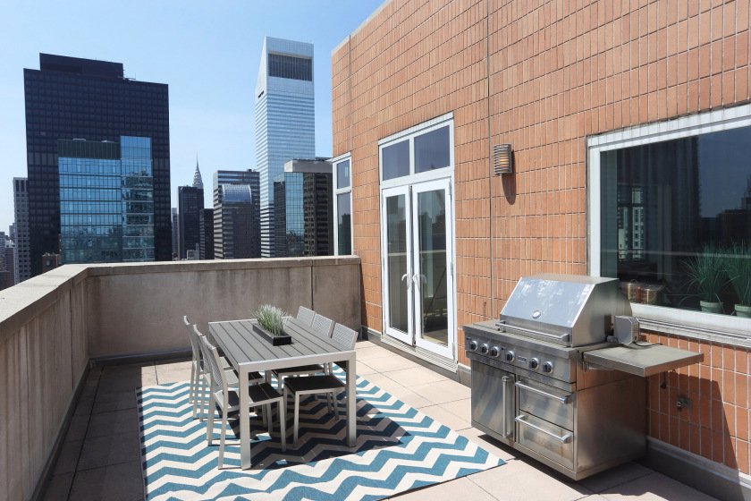 FOR REAL ESTATE -- Gimme -- 205 E. 59th St., #PH27A  terrace  CREDIT: Ed Lederman
