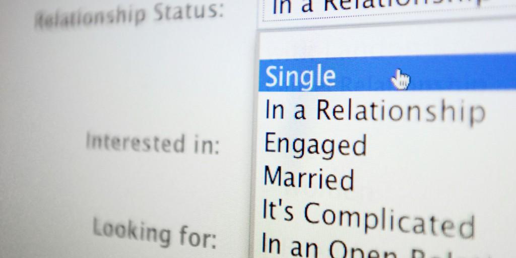 facebook da single a impegnato