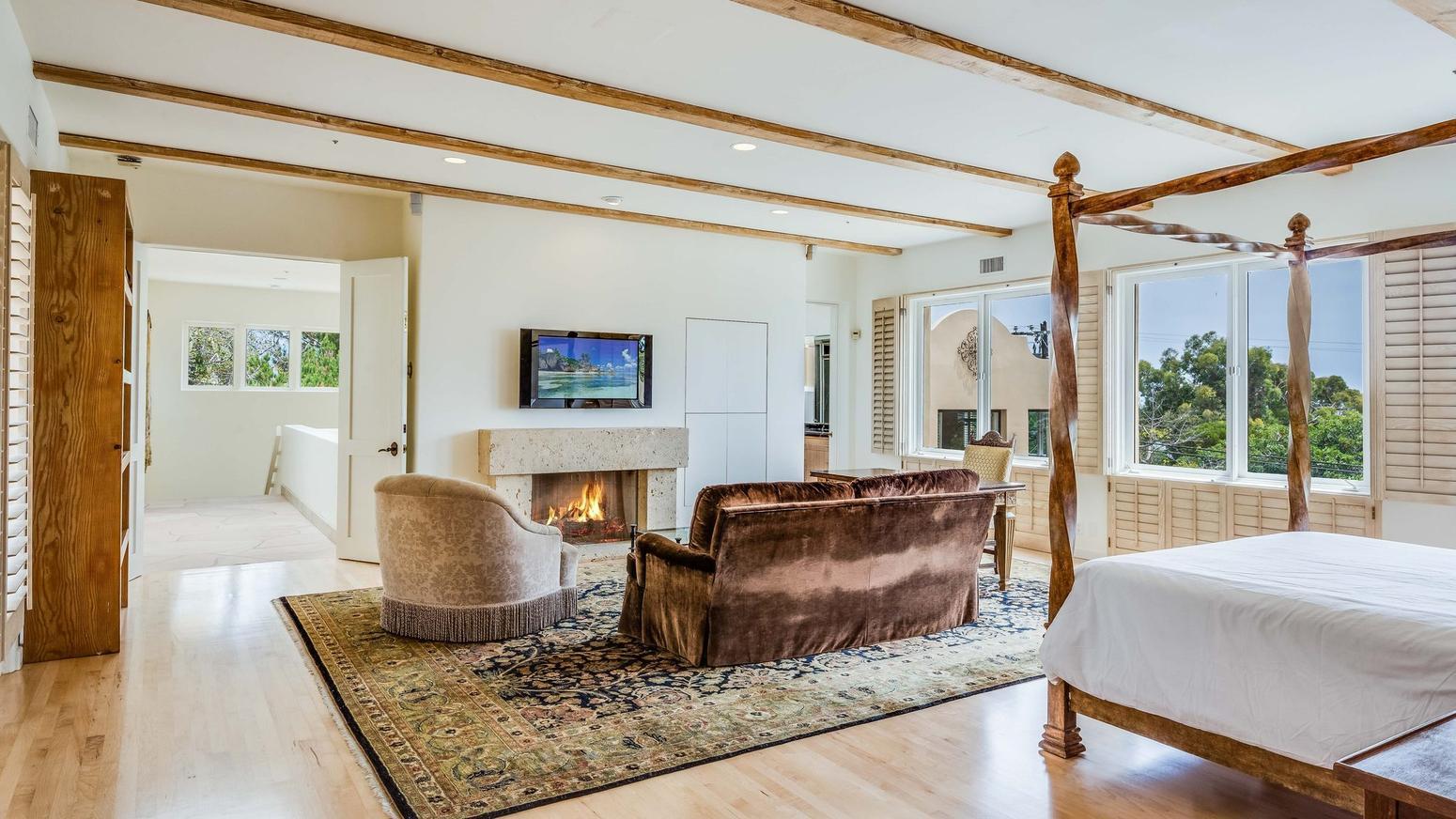 Malibu 10 milioni per vivere a casa di cher for 3 camere da letto 3 piani del bagno