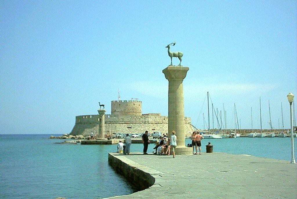 Rodi - Il punto in cui sorgeva il Colosso di Rodi - via Wikimedia