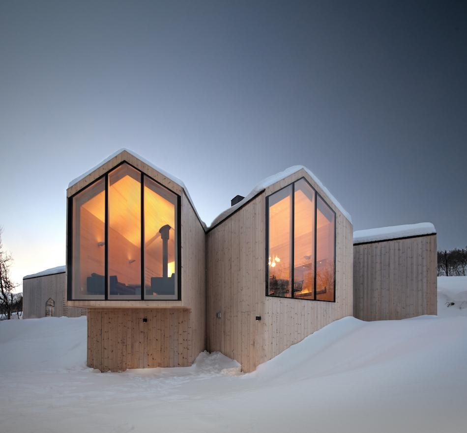 Uno chalet di montagna moderno e accogliente for Design moderno casa contemporanea con planimetria