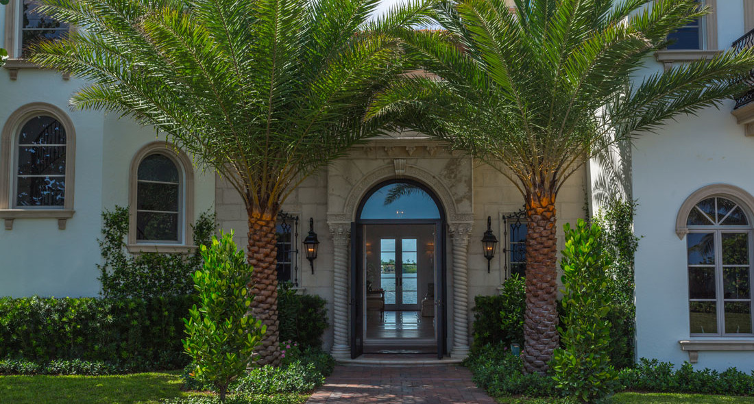 Billy joel vende la spettacolare villa di palm becah for Ingressi esterni di ville