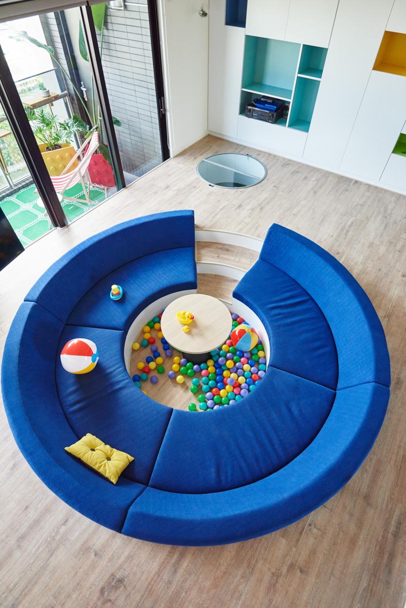 Il paradiso dei bambini l 39 appartamento ispirato al lego for Divano incassato