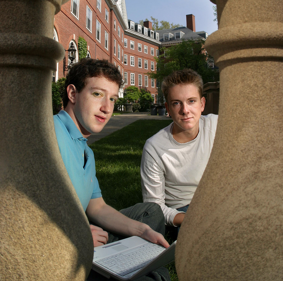Mark Zuckerberg e Chris Hughes al college