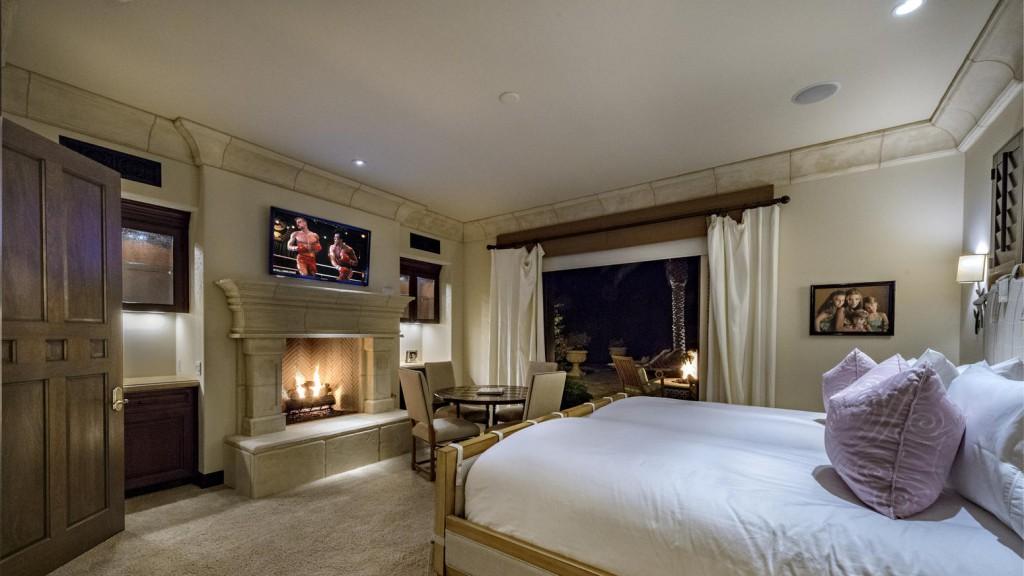 Sylvester stallone vende la sua villa californiana for Case con due master suite