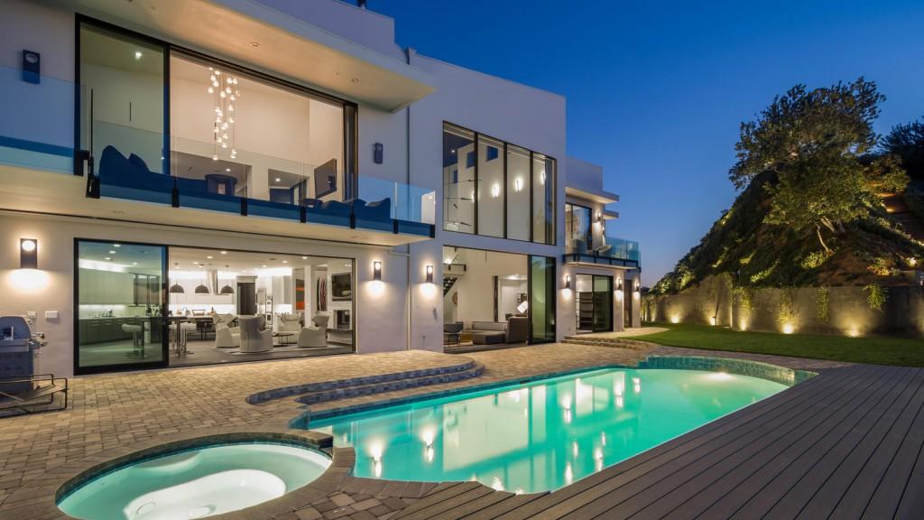villa moderna con piscina