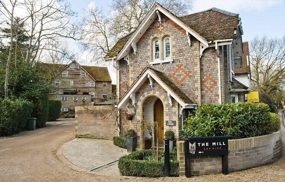 Quanto costa essere vicini di casa di george e amal for Piani di casa in stile cottage artigiano