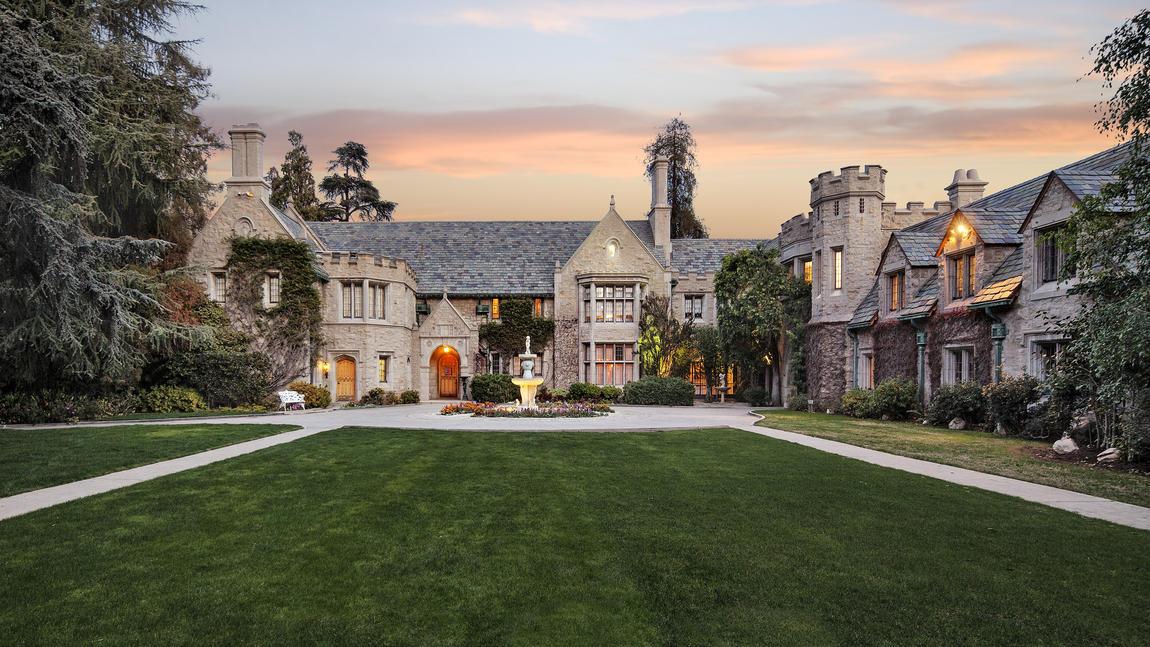 La Playboy Mansion venduta al vicino di casa di Hugh Hefner