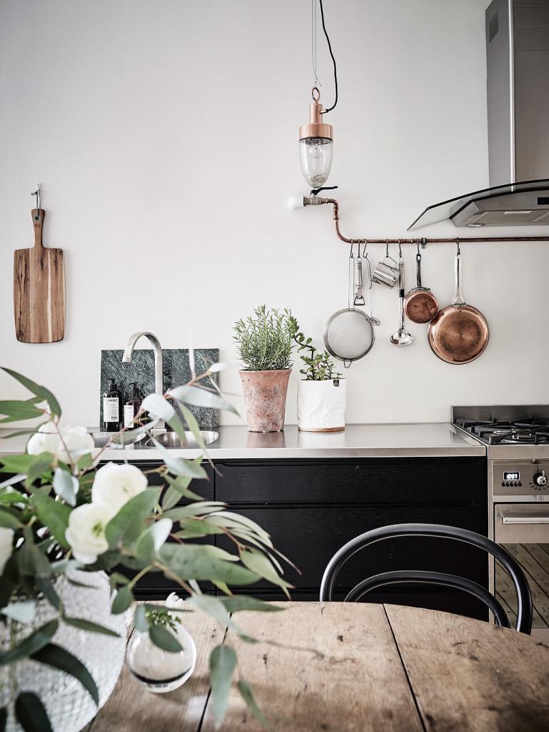 bilocale-pareti-nere_cucina03