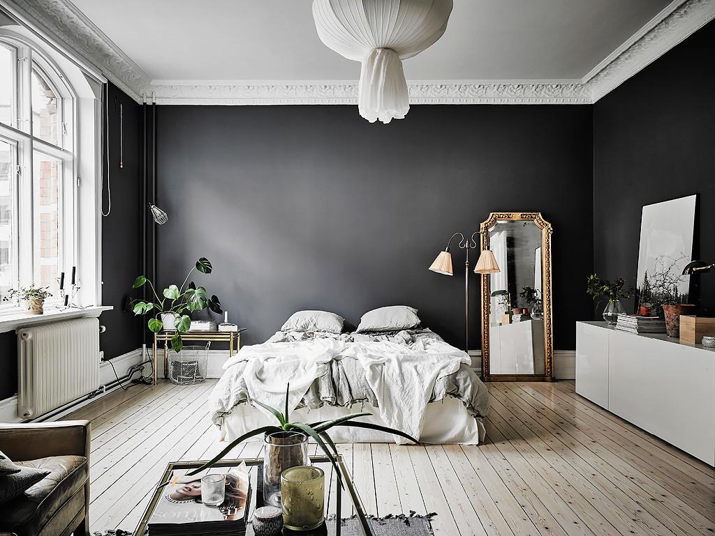 bilocale-pareti-nere_letto