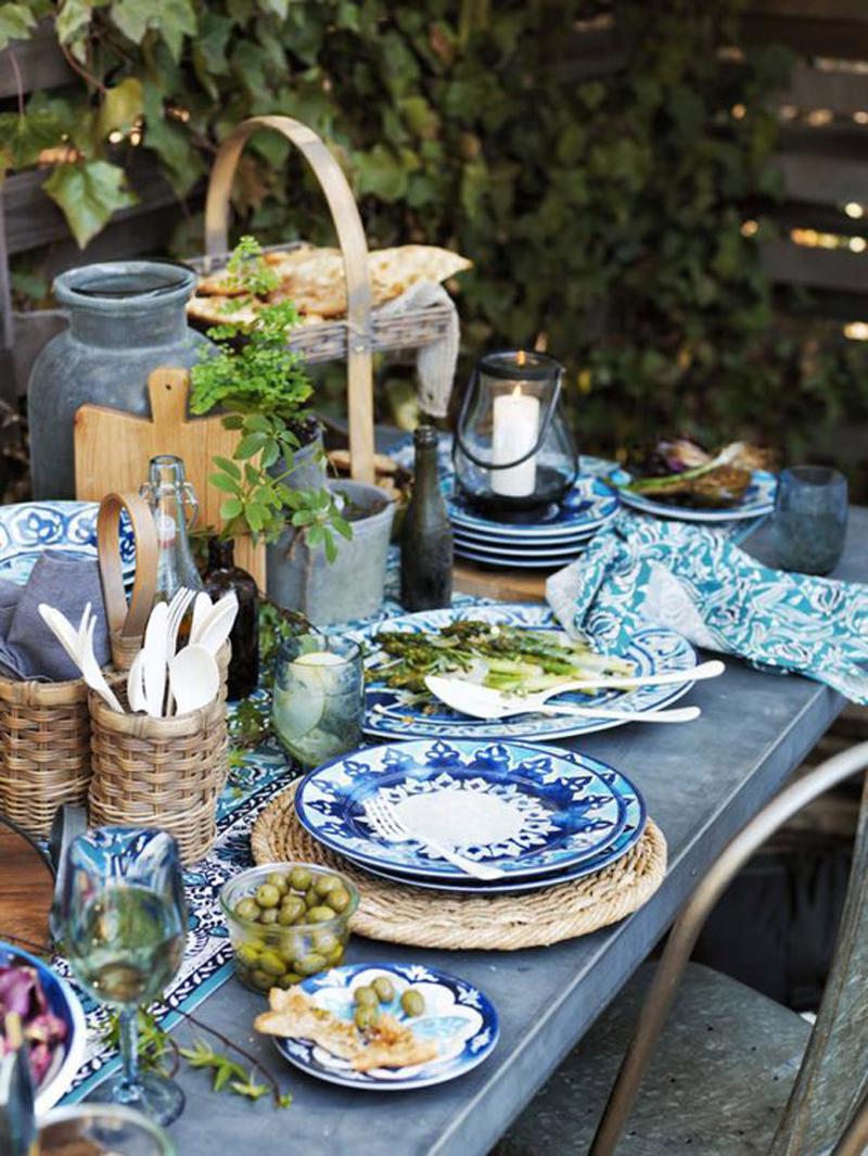 22 idee per apparecchiare la tavola all 39 aperto for Meal outdoors