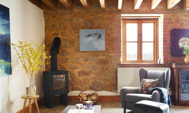 Il salotto con un quadro dell'artista Catherine Knight - Fotografia di Rachael Smith